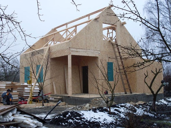 Строительство дома зимой - довольно выгодное мероприятие