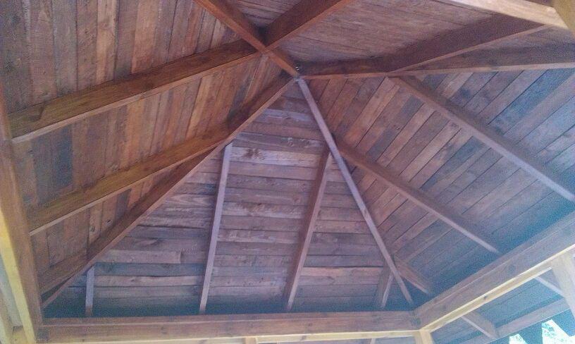 Тонированный потолок беседки