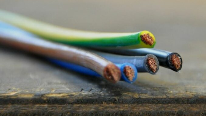 Специфика проводки в каркасном доме